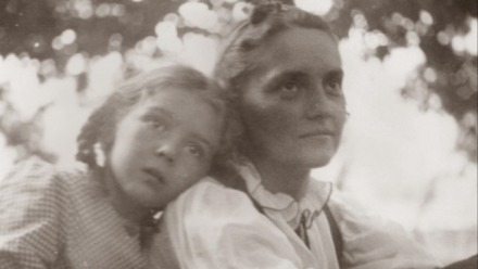 Anthropology of Childhood Memory: Family Photographs and Autobiographical Remembering